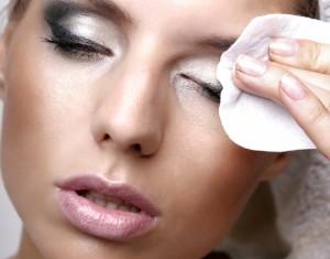 Как выбрать средство для снятия макияжа