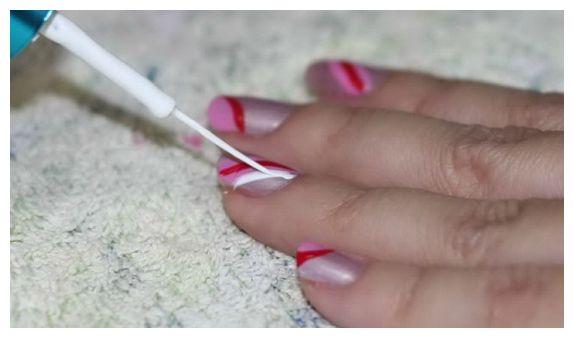 учимся рисовать на ногтях кисточкой