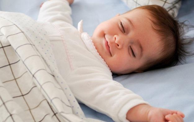 почему ребенок ночью скрепит зубами