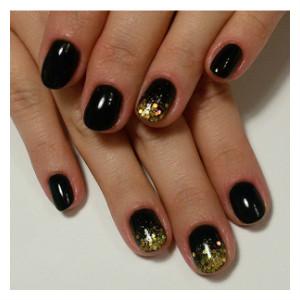 черный лак с золотыми блестками