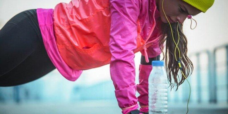 Отжимания для женщин с колен: ошибки и правила