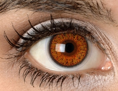 Правила макияжа для тех, кто носит контактные линзы
