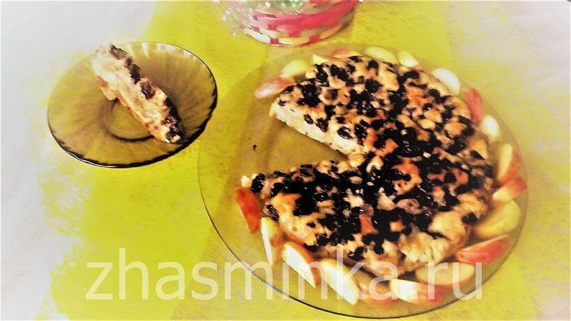 Пирог с яблоком и изюмом в мультиварке – рецепт с фото
