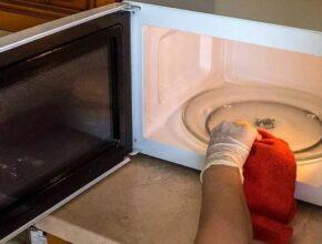 Как избавиться от запаха в микроволновке